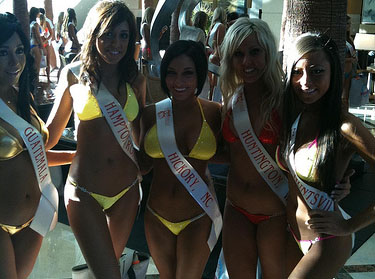 Beauties to Compete in the Hooters Swimsuit Pageant