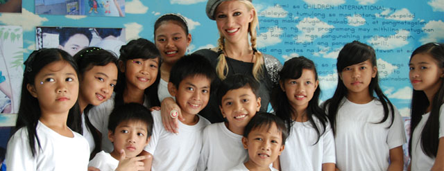 Singer Debbie Gibson to Help Poor Children