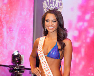 Marissa Raisor Crowned Miss Hooters International