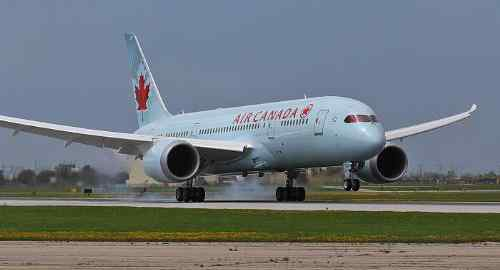 Air Canada's Dreamliner Touches Down in Toronto