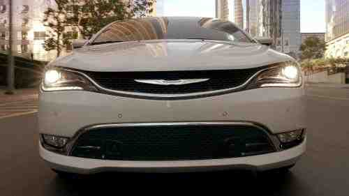 """Chrysler Brand Debuts """"Born Makers"""" Ad Campaign"""