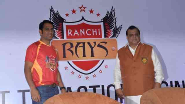 MS Dhoni Supports Ranchi Team of Hockey India League