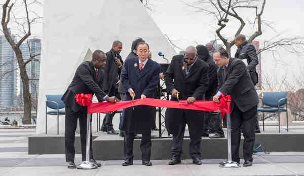 "Secretary-General Ban Ki-moon (centre left) and Sam Kutesa (centre right), President of the General Assembly, cut the ribbon at the unveiling ceremony of ""The Ark of Return,"" the Permanent Memorial to honour the Victims of Slavery and the Transatlantic Slave Trade. UN Photo/Eskinder Debebe"