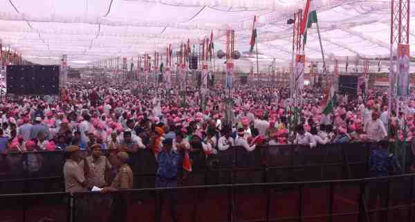 Congress hosts rally of farmers in New Delhi