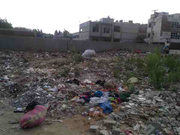 Another dangerous site spreading pollution just near a government school building.