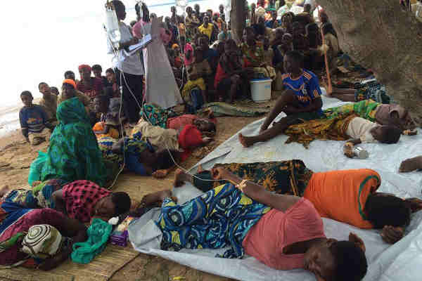 UNICEF Tanzania and partners are working hard to provide lifesaving medicines, medical supplies, cholera beds, buckets, blankets and vaccines as refugees from Burundi continue to arrive in high numbers. Photo: UNICEF Tanzania / Fredy Lyimo
