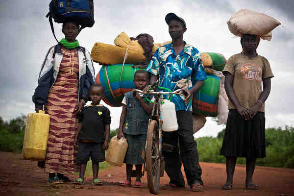 Burundians arriving in Rwanda after fleeing pre-election violence. Photo: UNHCR / Kate Holt