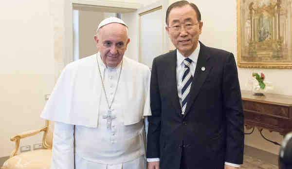 Secretary-General Ban Ki-moon meets with Pope Francis at the Vatican on 28 April 2015. UN Photo / Mark Garten (file)