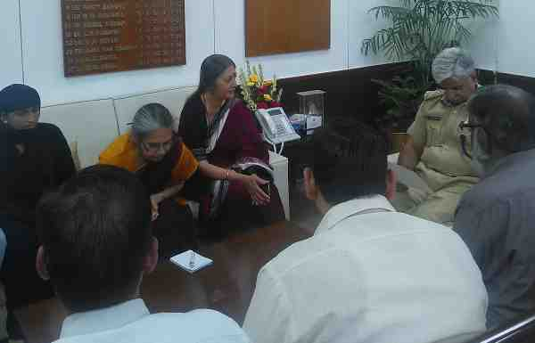 CPI (M) Leader Brinda Karat led a delegation to meet the Police Commissioner of Delhi regarding the growing communal tension in Sriram Colony of Delhi