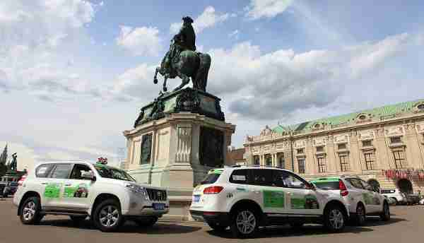 The motorcade passed through the Hofburg Palace in Vienna