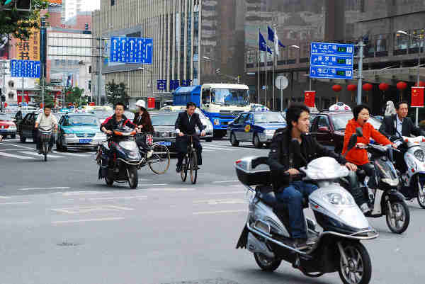 Urban mobility in the city of Shanghai, China. Photo: UN-Habitat / Julius Mwelu