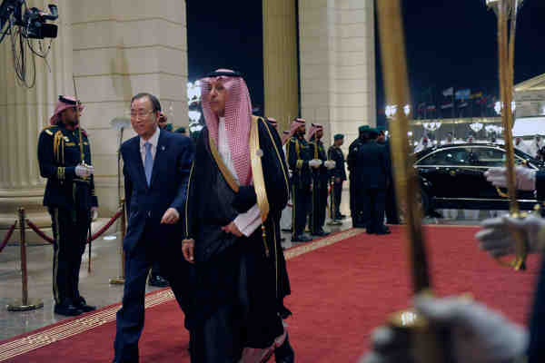 Secretary-General Ban Ki-moon (left) arrives for the opening of the Fourth Summit of Arab and South American Countries in Riyadh, Saudi Arabia. UN Photo/ Rick Bajornas