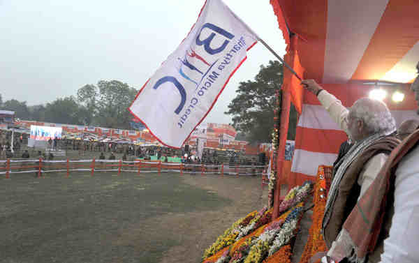 Narendra Modi flagging off the E-rickshaws, at Rickshaw Sangh programme by the Bhartiya Micro Credit, in Lucknow, Uttar Pradesh on January 22, 2016