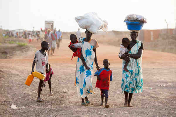 Women and children arrive in the Bentiu Protection of Civilians site for internally displaced people, in Unity State, South Sudan. Photo: UNICEF / Sebastian Rich