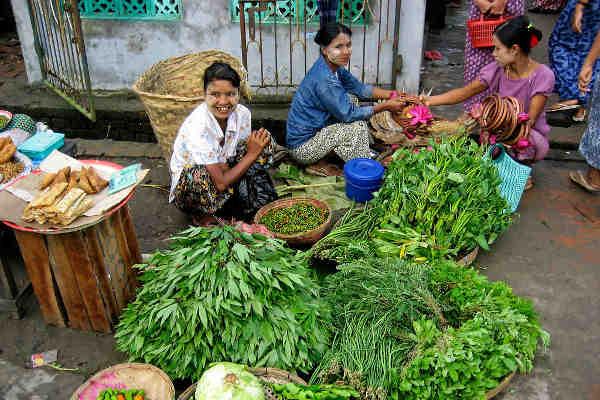 Women selling vegetables in a market in Pyapon, Myanmar. Photo: World Bank / Markus Kostner