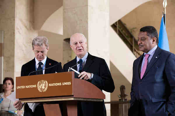 Special Envoy for Syria Staffan de Mistura (centre), flanked by his Special Advisor, Jan Egeland (left) and Yacoub El Hillo, the UN Humanitarian Coordinator in Syria briefing the press in Geneva. UN Photo / Anne-Laure Lechat