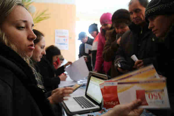 In Ukraine, cash and food voucher assistance by WFP allow people to go to the market and pick the food they prefer. Photo: WFP / Abeer Etefa