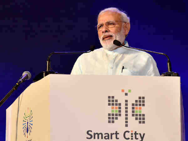 Narendra Modi delivering his address at the launch of the projects, SMART CITIES MISSION, in Pune on June 25, 2016