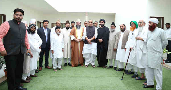 A delegation of Imams led by the Chief All India Imams Organisation, Dr. Imam Umer Ahmed Ilyasi calling on the Union Home Minister, Rajnath Singh, in New Delhi on July 12, 2016