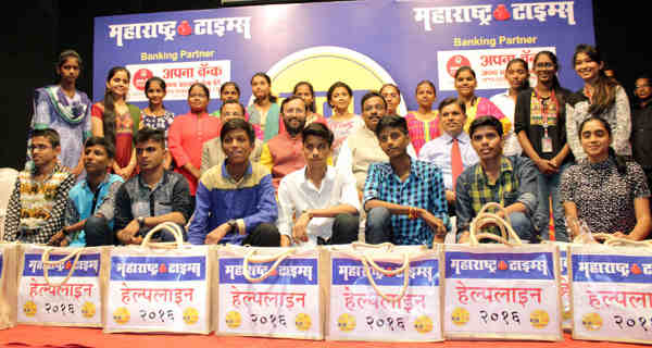 Prakash Javadekar felicitated the students, at the Maharashtra Times Meritorious Poor Students' felicitation function, in Mumbai on August 19, 2016
