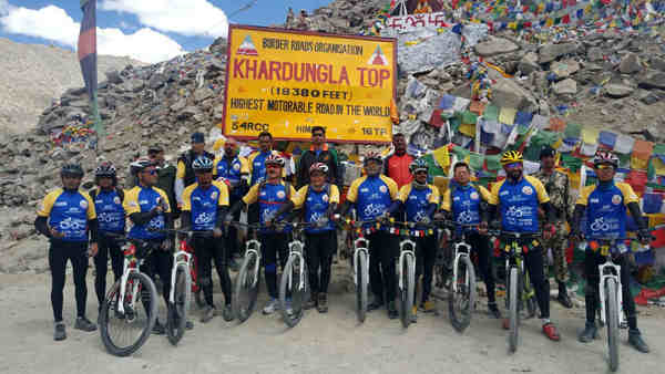 Kiren Rijiju flagging in the ceremony of Infinity Ride 2016, the Para Cycling Expedition of BSF and Aditya Mehta Foundation, in Khardung La on August 15, 2016
