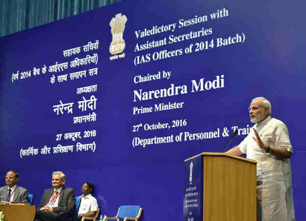 Narendra Modi interacting with IAS officers of the 2014 batch during their Valedictory Session as Assistant Secretaries, in New Delhi on October 27, 2016