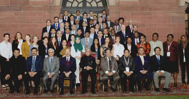 The President, Shri Pranab Mukherjee meeting the International delegates participating in the International Conference on 'Voter Education for Inclusive, Informed and Ethical Participation' at Rashtrapati Bhavan, in New Delhi on October 19, 2016
