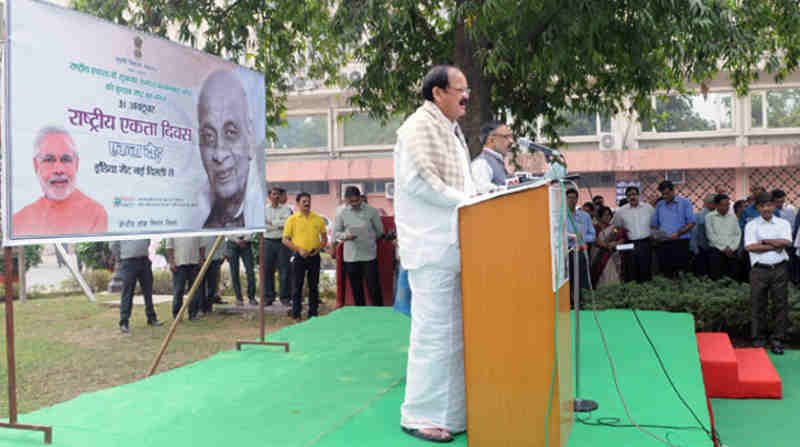 M. Venkaiah Naidu administering the Rashtriya Ekta Diwas pledge to the employees, on the occasion of Sardar Vallabhbhai Patel's birth anniversary, at Nirman Bhawan, in New Delhi on October 31, 2016