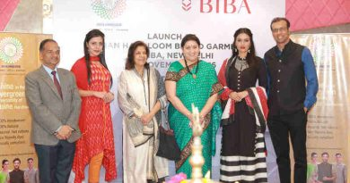 The Union Minister for Textiles, Smt. Smriti Irani at the launch of collaboration between India Handloom Brand and BIBA Apparels Private Limited, for promotion of India Handloom Brand garments at BIBA stores, at the BIBA store at Lajpat Nagar, in New Delhi on November 07, 2016.