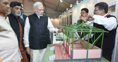 The Prime Minister, Shri Narendra Modi visiting an exhibition on the Pradhan Mantri Awas Yojana – Gramin, in Agra, Uttar Pradesh on November 20, 2016