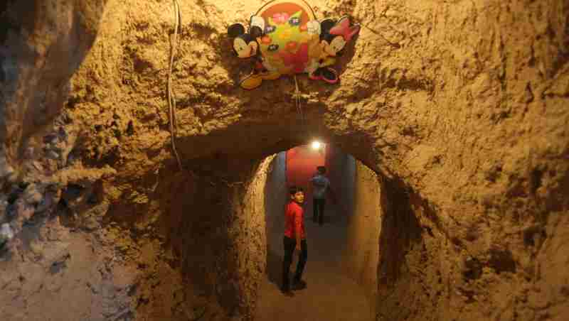 A group of volunteers, led by a fourth-year former architecture student, links two basements with a tunnel and turns them into an underground playground in the Syrian Arab Republic. to provide children with a relatively safe place to play and have fun together.