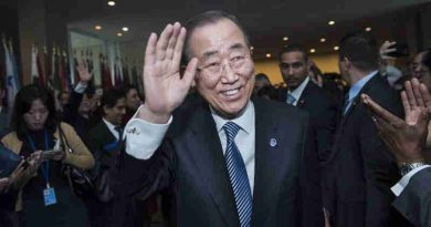 Secretary-General Ban Ki-moon bids farewell to delegates, staff, senior advisers, and other well-wishers at UN Headquarters in New York. UN Photo / Amanda Voisard