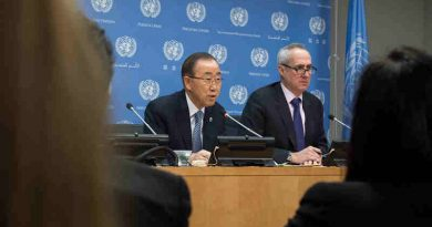 Secretary-General Ban Ki-moon (left) addresses a press conference, his last at United Nations headquarters, as his term of office draws to a close at the end of the year. At his side is his Spokesperson, Stéphane Dujarric. UN Photo / Eskinder Debebe