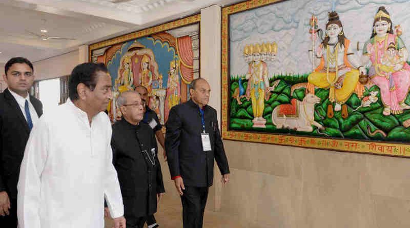 The President, Shri Pranab Mukherjee visiting the Hanuman temple, at Chhindwara, in Madhya Pradesh on December 14, 2016.
