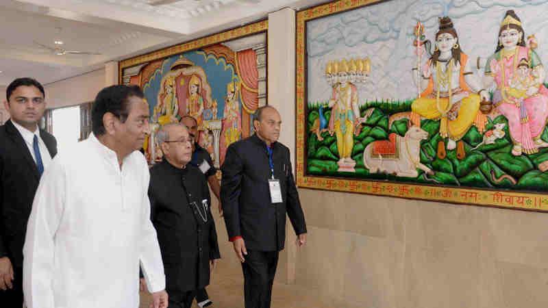 The President, Shri Pranab Mukherjee visiting the Hanuman temple, at Chhindwara, in Madhya Pradesh on December 14, 2016.