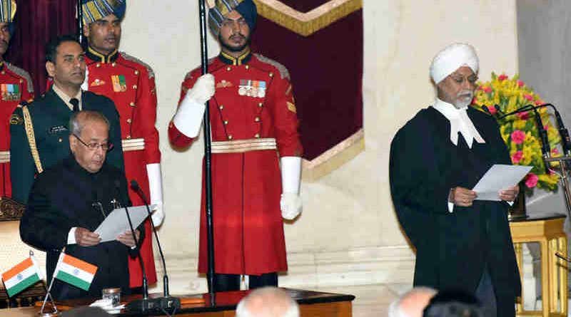 The President, Pranab Mukherjee, administering the oath of office to Justice J.S. Khehar, as Chief Justice of India, at a swearing-in ceremony, at Rashtrapati Bhavan, in New Delhi on January 04, 2017.