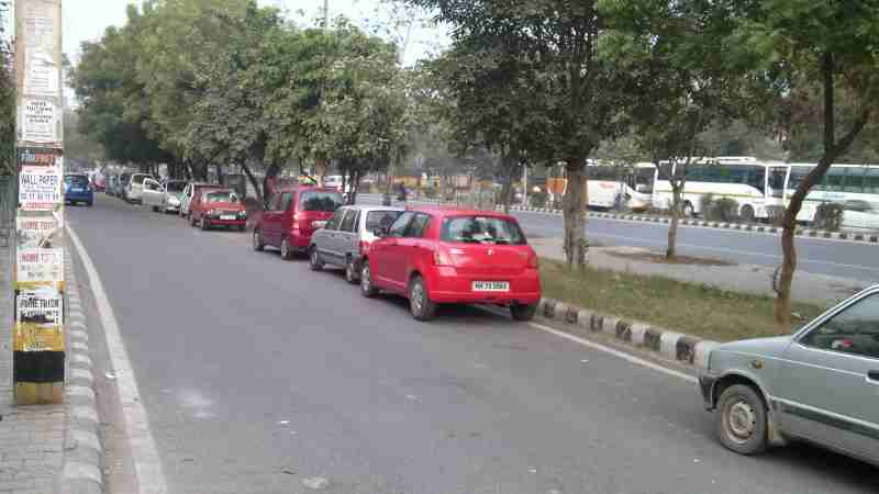 Cars parked on the roads of Delhi block the flow of traffic which can be hazardous. Photo of February 2017 by Rakesh Raman