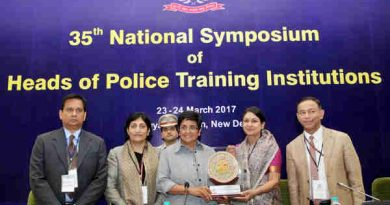 The Lt. Governor of Puducherry, Dr. Kiran Bedi being presented a memento at the inauguration of the 35th National Symposium of Heads of Police Training Institutions, in New Delhi on March 23, 2017