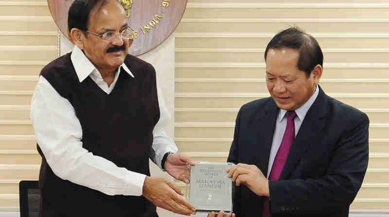 The Minister of Information & Communications of Vietnam, Dr. Truong Minh Tuan meeting the Union Minister for Urban Development, Housing & Urban Poverty Alleviation and Information & Broadcasting, Shri M. Venkaiah Naidu, in New Delhi on March 27, 2017