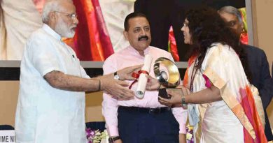 Narendra Modi presenting the award for Excellence in Implementation of Priority Programme Start-Up India under other states category, to Gujarat state, the Industries Commissioner, Ms. Mamta Verma receiving the award, at the 11th Civil Services Day function, in New Delhi on April 21, 2017