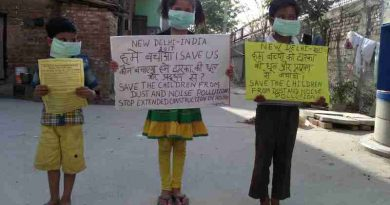 Children demonstrating in the streets of New Delhi so that the Indian government should protect them from dust and noise pollution coming from extended construction activity. Click the photo for details. Photo by Rakesh Raman
