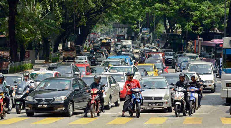 Road traffic in Kuala Lumpur, Malaysia. Photo: Trinn Suwannapha / World Bank