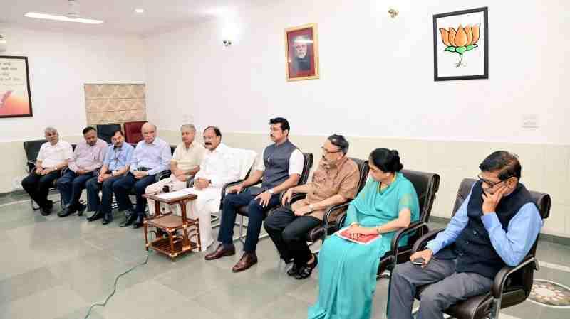 Venkaiah Naidu with Bureaucrats