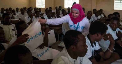 Syrian refugee and education activist Muzoon Almellehan hands out UNICEF school kits to students of a Koranic School, where UNICEF is currently studying the feasibility to strengthen the capacity of Koranic Schools, in in N'Djamena, Chad, Saturday 22 April 2017.