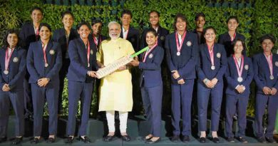 Narendra Modi with the Indian Women Cricket Team, in New Delhi on July 27, 2017