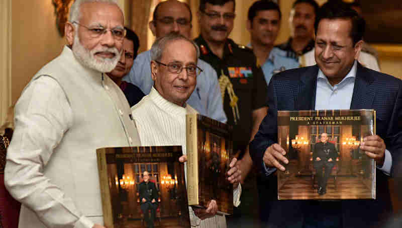 "The Prime Minister, Shri Narendra Modi releasing the photo book titled ""President Pranab Mukherjee - A Statesman"" and presenting first copy to the President, Shri Pranab Mukherjee, at Rashtrapati Bhawan, in New Delhi on July 02, 2017."
