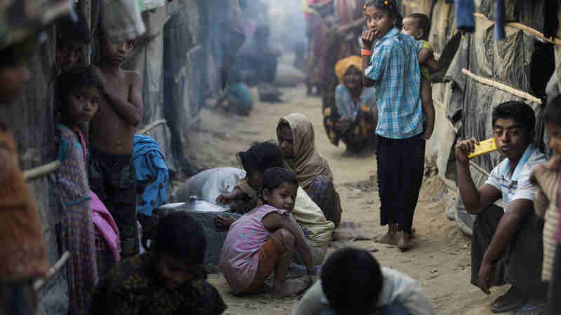After fleeing violence in Myanmar in October 2016, Rohingya refugees live in overcrowded makeshift sites in Cox's Bazar, Bangladesh. Photo: UNHCR/Saiful Huq Omi