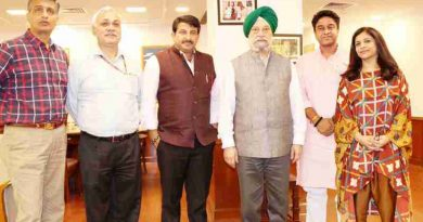 Delhi BJP President Manoj Tiwari along with a delegation of party leaders meeting the Union Urban Development Minister Hardeep Singh Puri