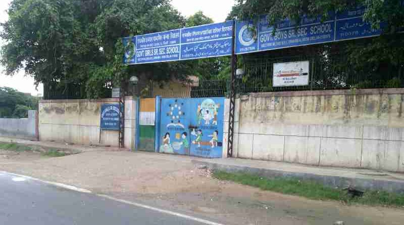 स्कूल की बिल्डिंग स्कूल नहीं है। स्कूल का अर्थ तो स्कूल की पढ़ाई है, जो किसी स्कूल में नहीं हो रही। Photo by Rakesh Raman