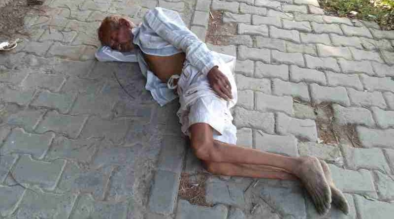 A homeless man sleeping on a road in Delhi. How will he stay at home to observe the curfew announced by Modi? Political and bureaucratic corruption is the main cause of poverty, pollution, sickness, and hunger in India. Photo: Rakesh Raman / RMN News Service